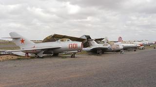 Jagdflugzeuge aufgereiht