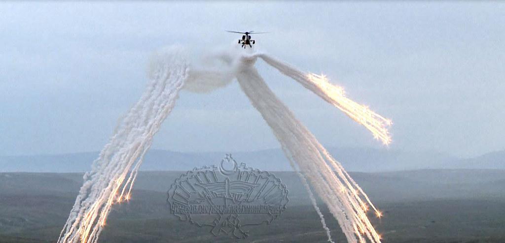 Борбени хеликоптери - Page 2 8857097995_4ac7dda46f_b