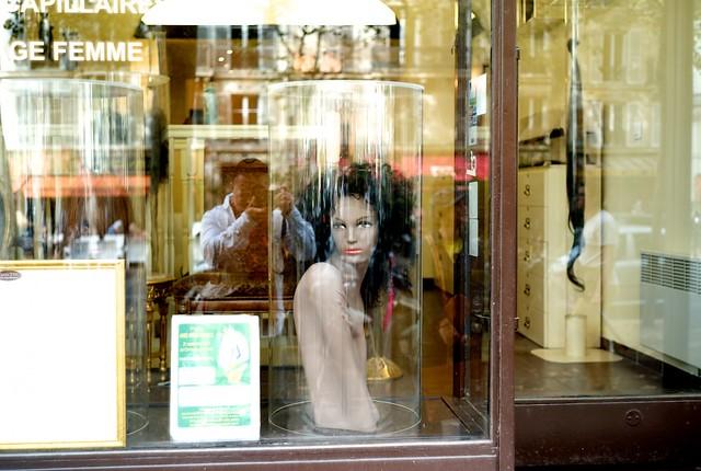 ボーマルシェ通りは古い店が多いので面白い。