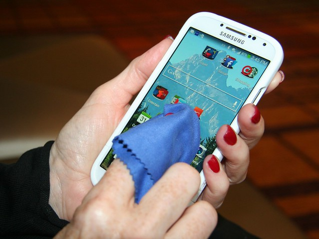 Cleaning Smartphone Touchscreen
