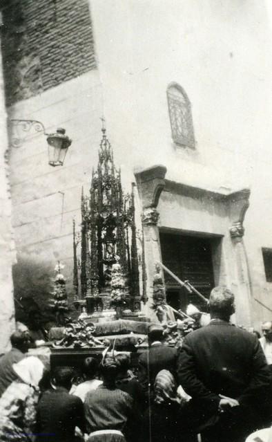 Procesión del Corpus en el Callejón de Jesús y María esquina calle Trinidad en 1927. Fotografía de Joaquín Turina © Fundación Juan March