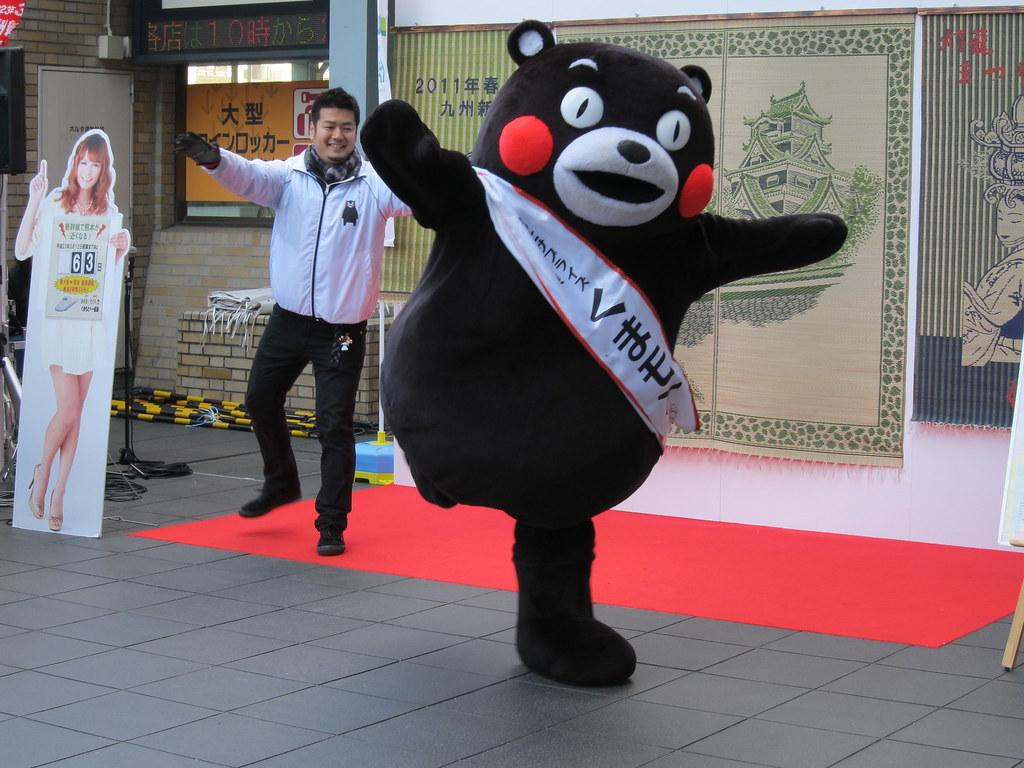 Kumamon standing on one foot: Yuru Chara; くまモン、片足立ち、ゆるキャラ