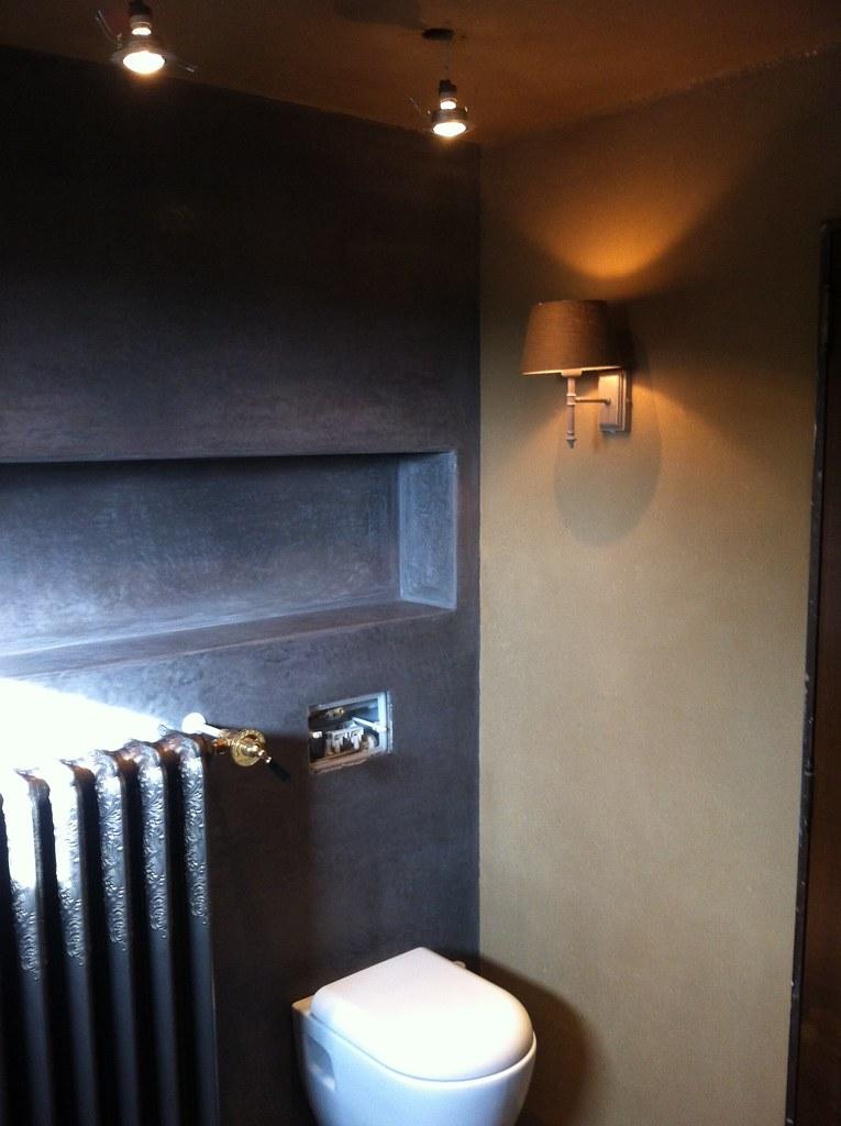 Combinatie van tadelakt en leem in badkamer te Bree