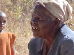 Zambia. Aldea entre Kasama y Mporokoso. La abuela