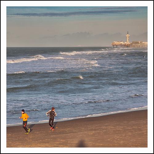 rennen op het strand by hans van egdom