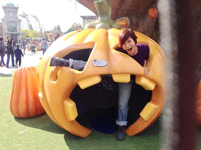 Rebecca Saw - sanuk Stevie boots - Everland Seoul 1