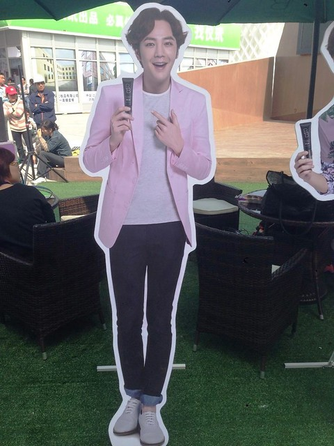 [pics] Yalget Exhibition Stands with Jang Keun Suk Images at Shanghai Cosmetic Expo_20140507 14127490274_aaa514131f_z