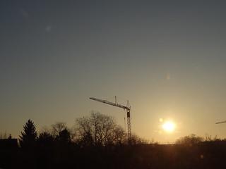 Der Sonnenaufgang ist zerbrochen, ein Windstoss der ihn am Himmel hielt 00874