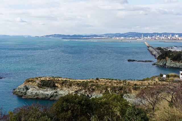 雑賀崎灯台から望む番所庭園