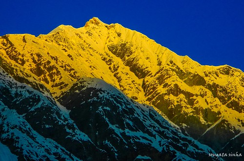 morning india mountain nature colors sunrise hill himalaya manali hilltop himachalpradesh solangvalley beaskund hanumantibba nikoncoolpixl120