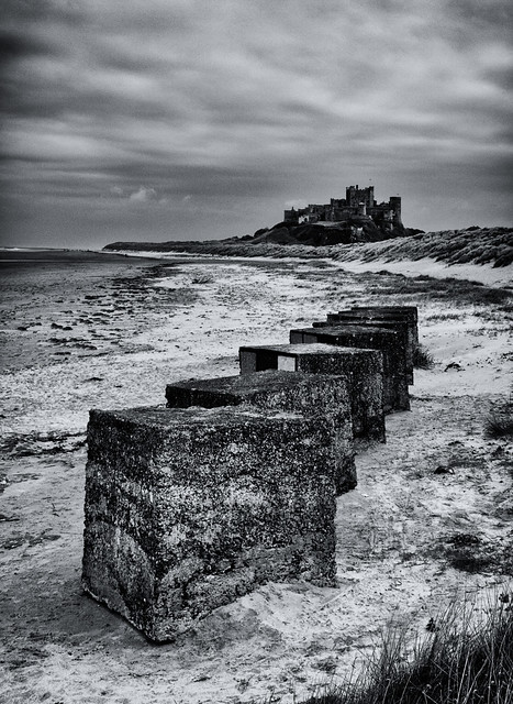 25 5 Bamburgh Castle & Anti Tank Blocks