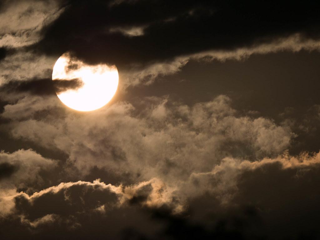 太陽の超望遠写真