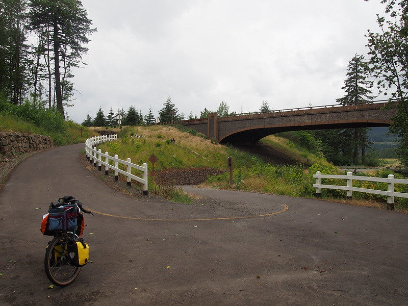 Historic Columbia River Highway State Trail: Going Under I-84: I'm not a fan of stuff like this.
