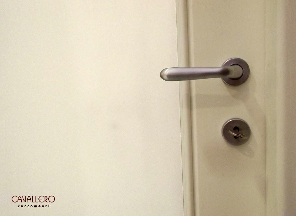 Foto porte interne pantografate - Cambiare maniglia porta ...