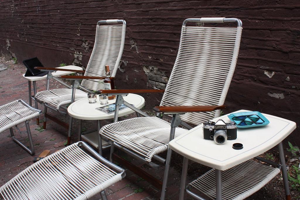 New ON DECK Outdoor Chic Mid Century Modern Telescope Folding Furniture Company Patio