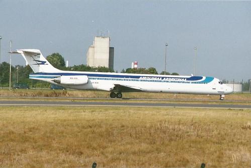 PARIS CHARLES DE GAULLE AUG 2002 AEROLINEASARGENTINAS DOUGLAS MD88 LV-VGB