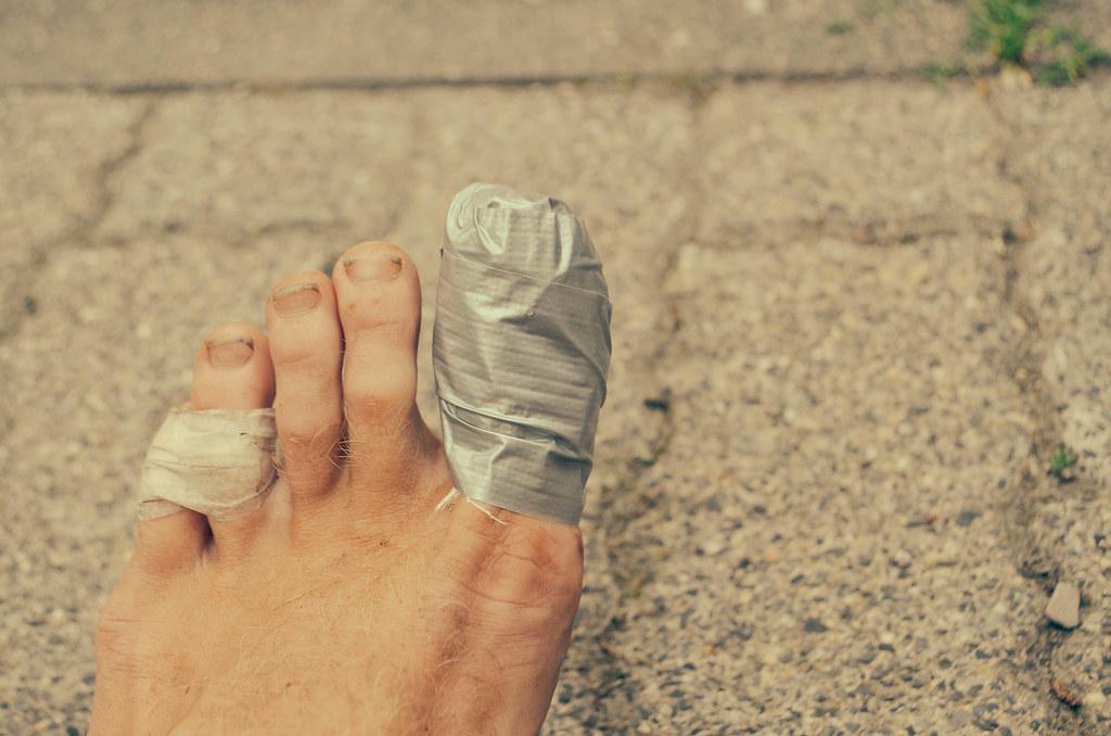 8 hurt toes