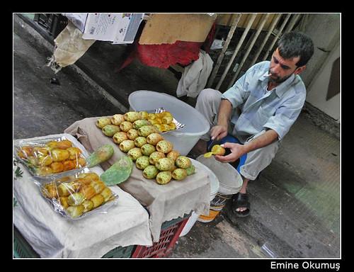 Sabbura Satıcısı / Şam - Suriye (Şeyh Muhyiddin Camii Önü) by Emine Okumuş