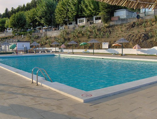 Campidouro swimming pool, 6 PM of a mid-September day... by Manuel Jorge Marques
