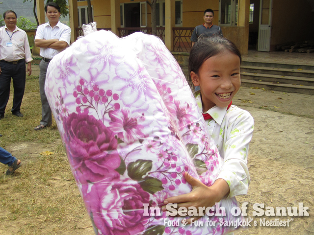 blankets for kids in cao bang
