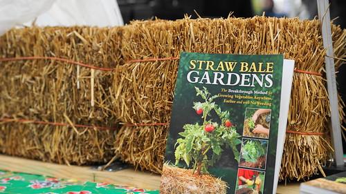 Straw bale gardening author joel karsten at mill city farmers market mill city farmers market for Straw bale gardening joel karsten