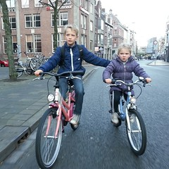 The Lulu wasn't feeling well this morning. Big brother Felix helped out #groningen