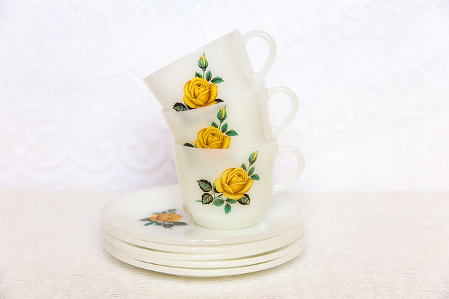 I adore this yellow rose print :)