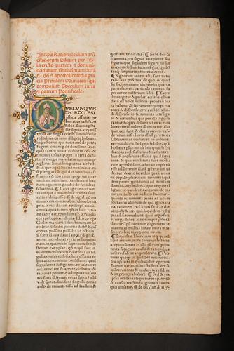 Illuminated historiated initial in Duranti, Guilelmus: Rationale divinorum officiorum