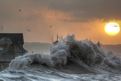 porthcawl porthcawlstorm porthcawlhightide porthcawlsunrise storm sunrise hightide bigwaves roughseas coastal lighthouse tamronspaf70300f456divc lighthouses redsky glow