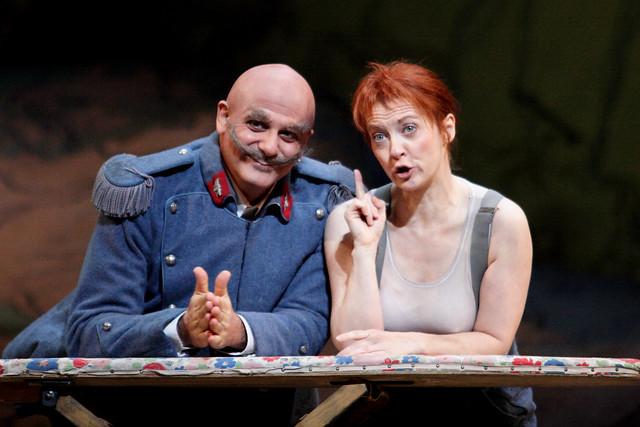 Patrizia Ciofi as Marie and Pietro Spagnoli as Sulpice in La Fille du régiment © ROH / Catherine Ashmore 2014