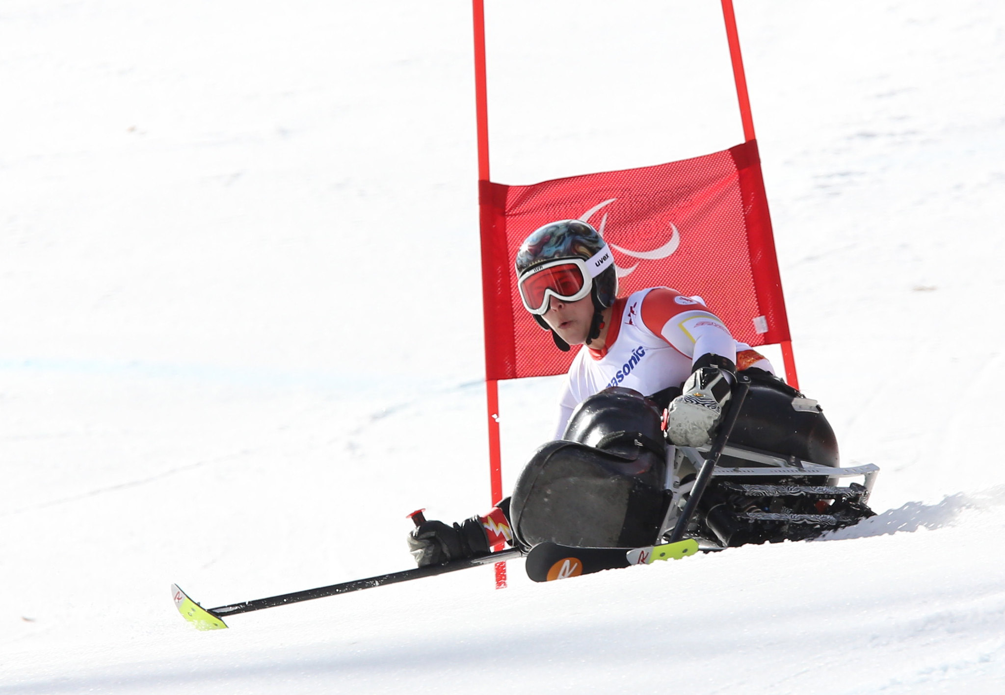 Kim Joines rounding a gate during the giant slalom at the 2014 Paralympic Winter Games in Sochi, RUS