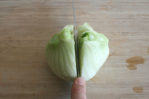 17 - Fenchelknolle halbieren / Cut fennel in halfs