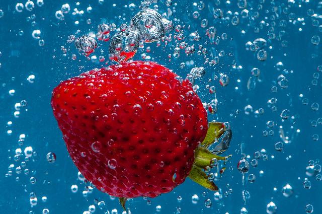клубника в воде