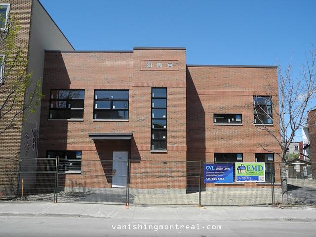 New building on De L'Eglise 1