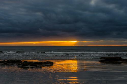 reflection beach water rock clouds strand sunrise wasser day cloudy wolken tenerife teneriffa sonnenaufgang spiegelung canaryislands sunbeam sonnenstrahlen felsen reflektionen elmedano kanarischeinseln nikond7000 islascanaies