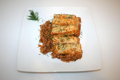 38 - Fish sticks au gratin on tomato vegetable rice - Served / Gratinierte Fischstäbchen auf Tomaten-Gemüsereis - Serviert