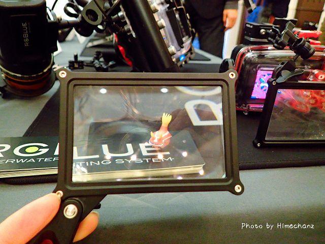 RGBlue screen magnifier 空気中と水中で同じように拡大されるらしい