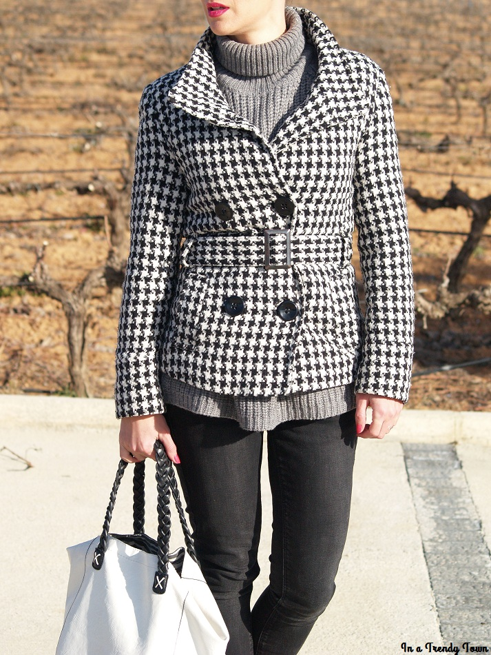 Outfit: Grey and black in Valencia