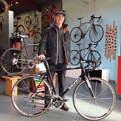 Mr. KR and his new @seven_cycles Axiom steel machine.   #sevencycles #neonblack