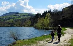 Promenade en famille en barrage de Couzon (Parc naturel du Pilat)  #hiking #travelwithkids #familytravel #familytrip #nature #instanature #landscape #pilat #pilatmonparc #loiretourisme #parcdupilat #rhonealpes #france #ig_france #magnifiquefrance #digital