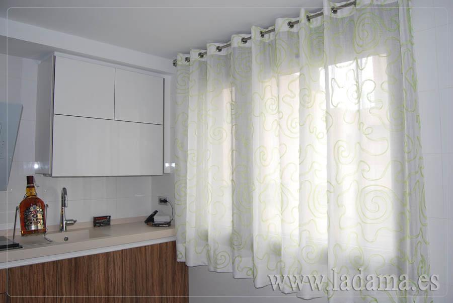 Fotograf as de cortinas de cocina la dama decoraci n - Comprar cortinas para cocina ...