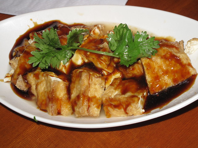 Stewed tofu with garlic sauce - 油豆腐