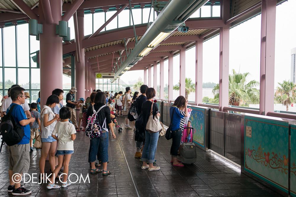 Tokyo Disney Resort - Disney Resort Line Bayside Station Platform