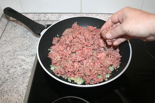 15 - Hackfleisch hinzugeben / Add ground meat