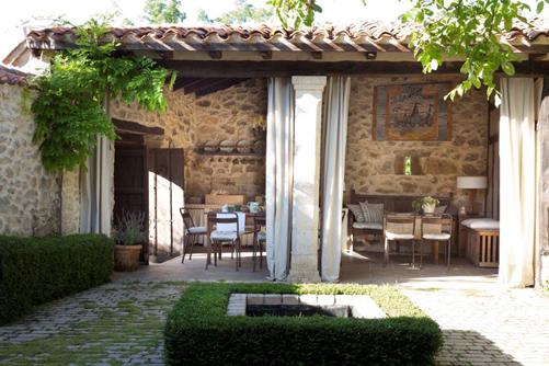 בית כפר ספרדי: עיצוב Mikel Larrinaga