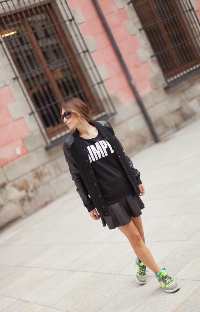 street style barbara crespo simple sweatshirt black outfit nike C&A madrid