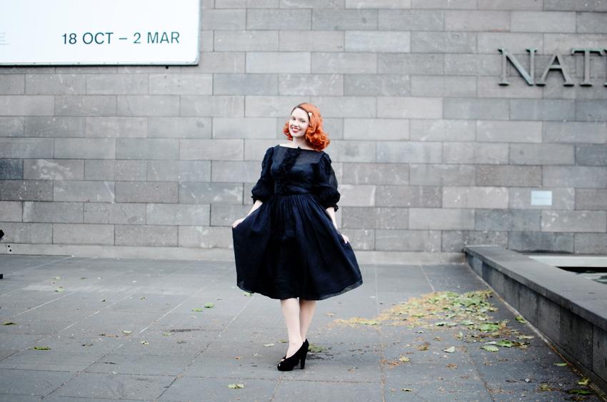 es-black-dress