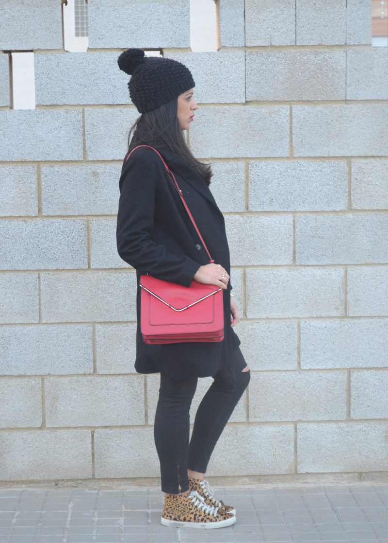florencia blog total black look red boz bag print sneakers (3)
