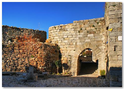 Porta da vila de Castelo Bom by VRfoto