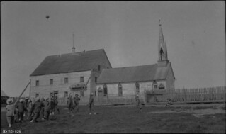 Boys at play outside Providence Mission Indian Residential School, Fort Providence, Northwest Territories, circa 1920 / Garçons qui jouent dehors, Pensionnat indien [catholique] de Fort Providence, Fort Providence (Territoires du Nord-Ouest), vers 19
